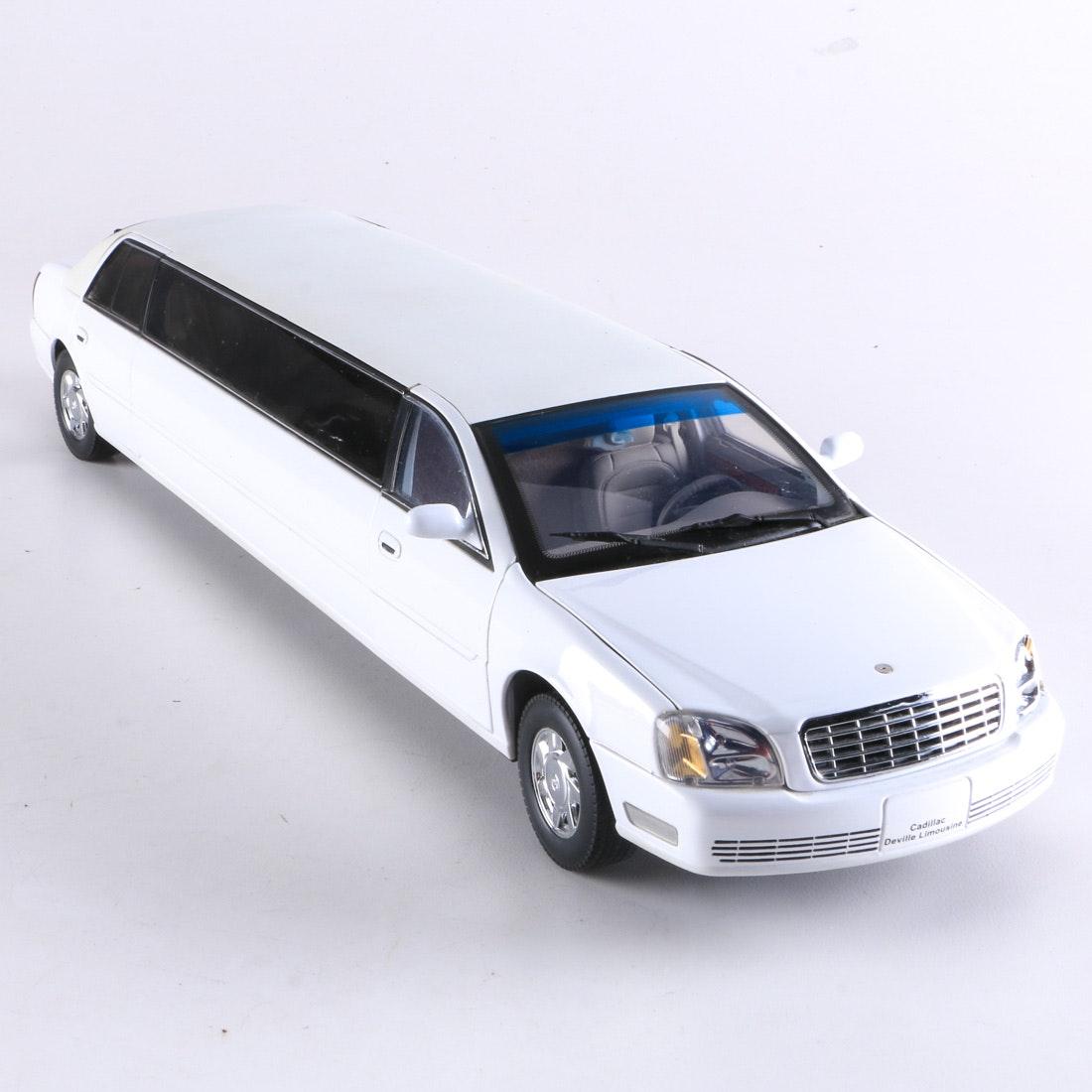 Sun Star 2004 Cadillac Deville Limousine