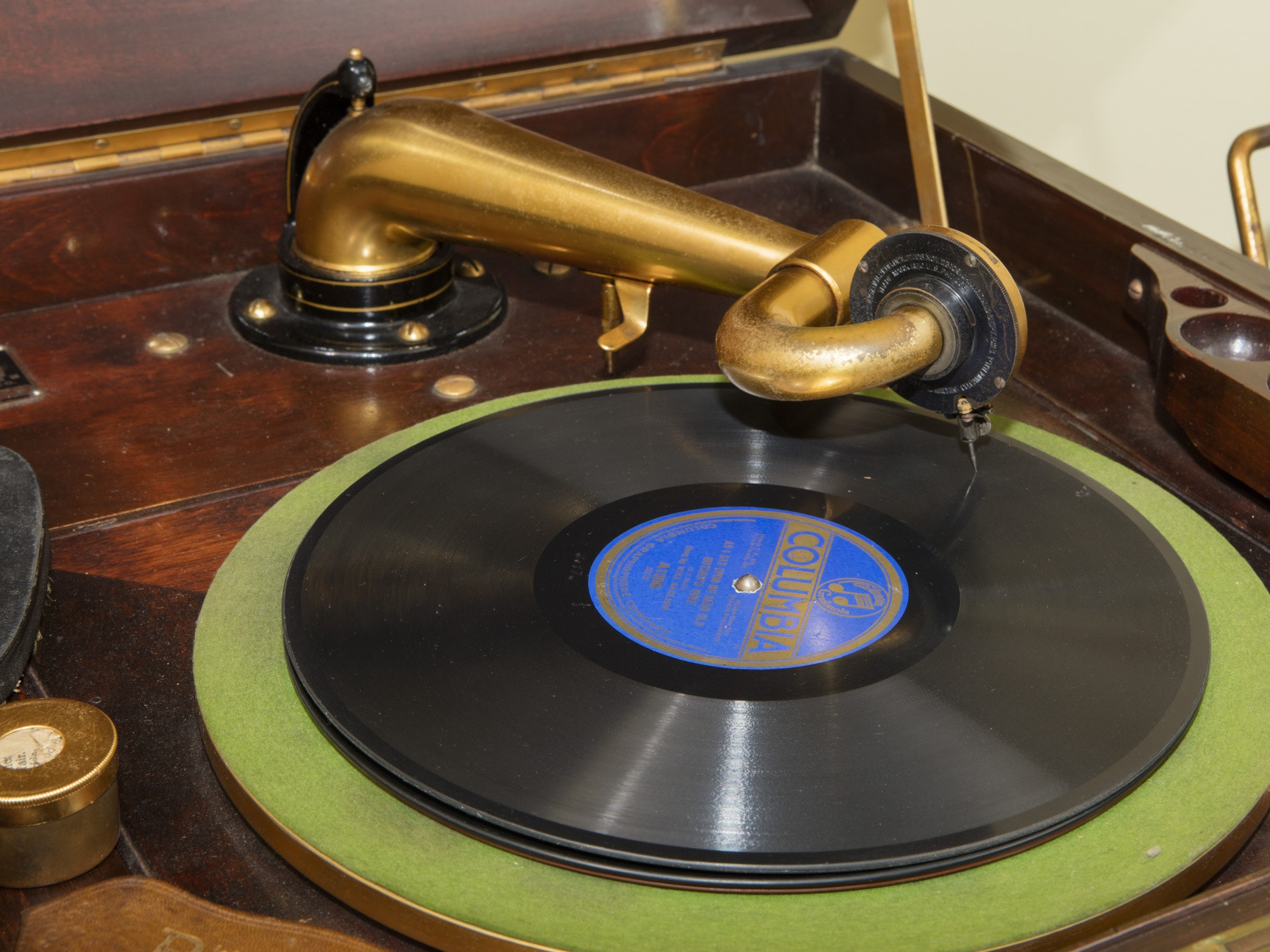 Victor Talking Machine Co Victrola With Records Ebth