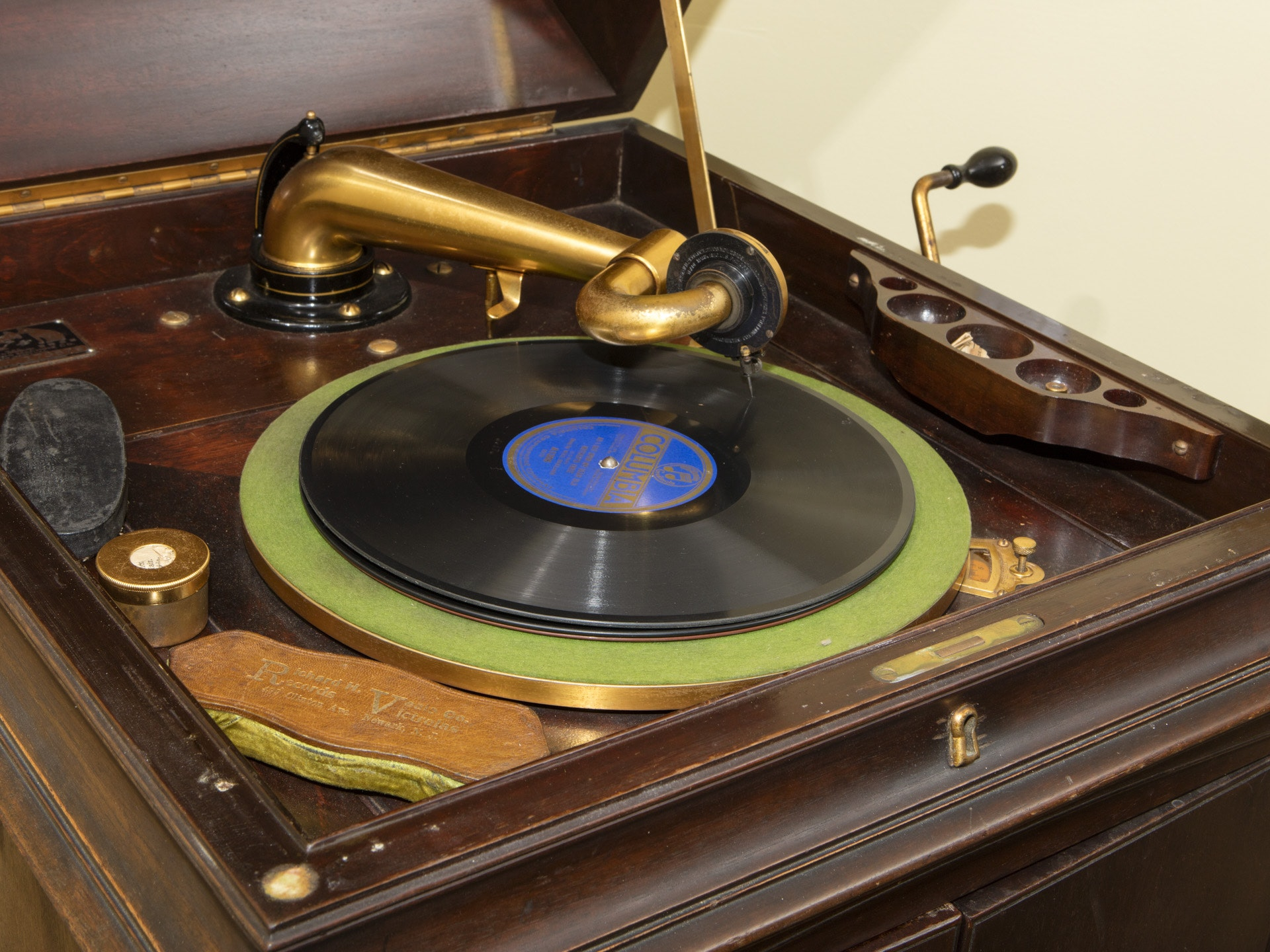Morristown Auto Sales >> Victor Talking Machine Co. Victrola With Records : EBTH