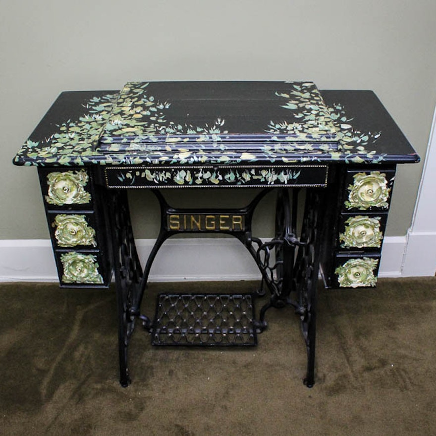 Antique Singer Treadle Sewing Machine in a Hand-Painted Cabinet ... - Antique Singer Treadle Sewing Machine In A Hand-Painted Cabinet : EBTH