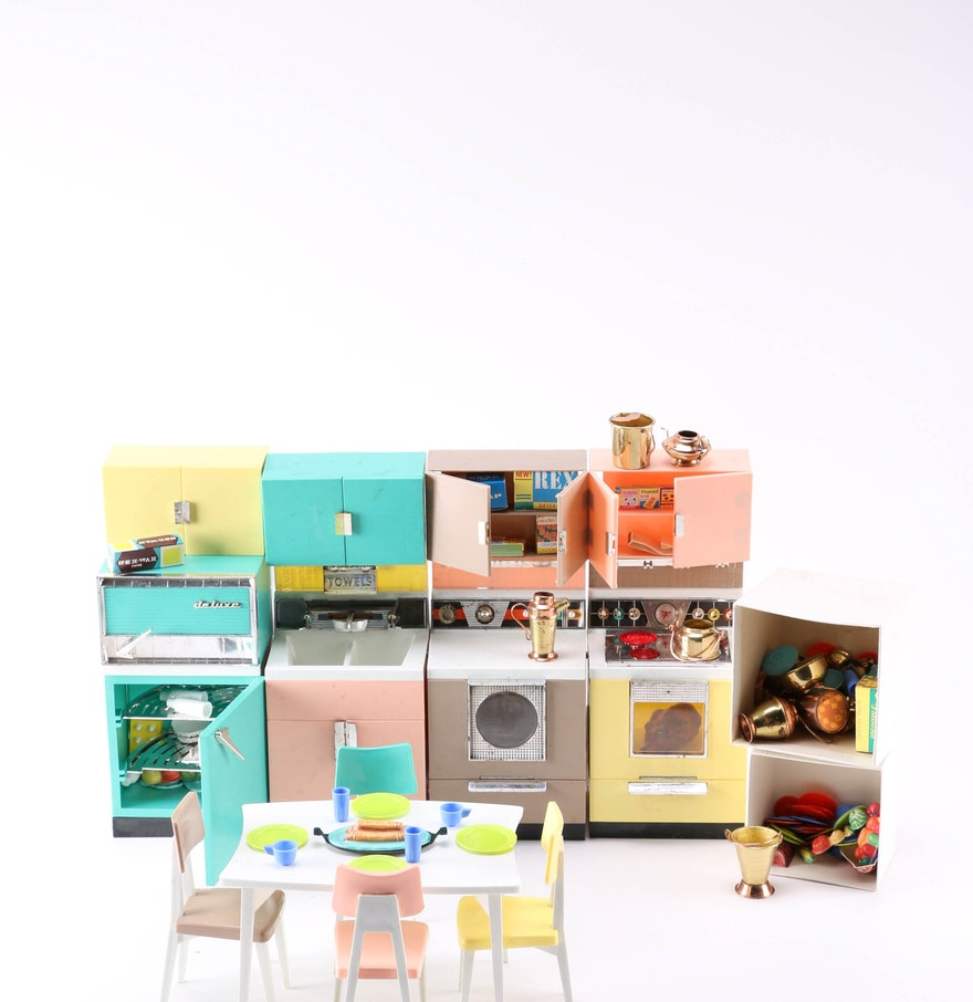"1960s Barbie-Sized Deluxe Reading ""Dream Kitchen"" Playset"