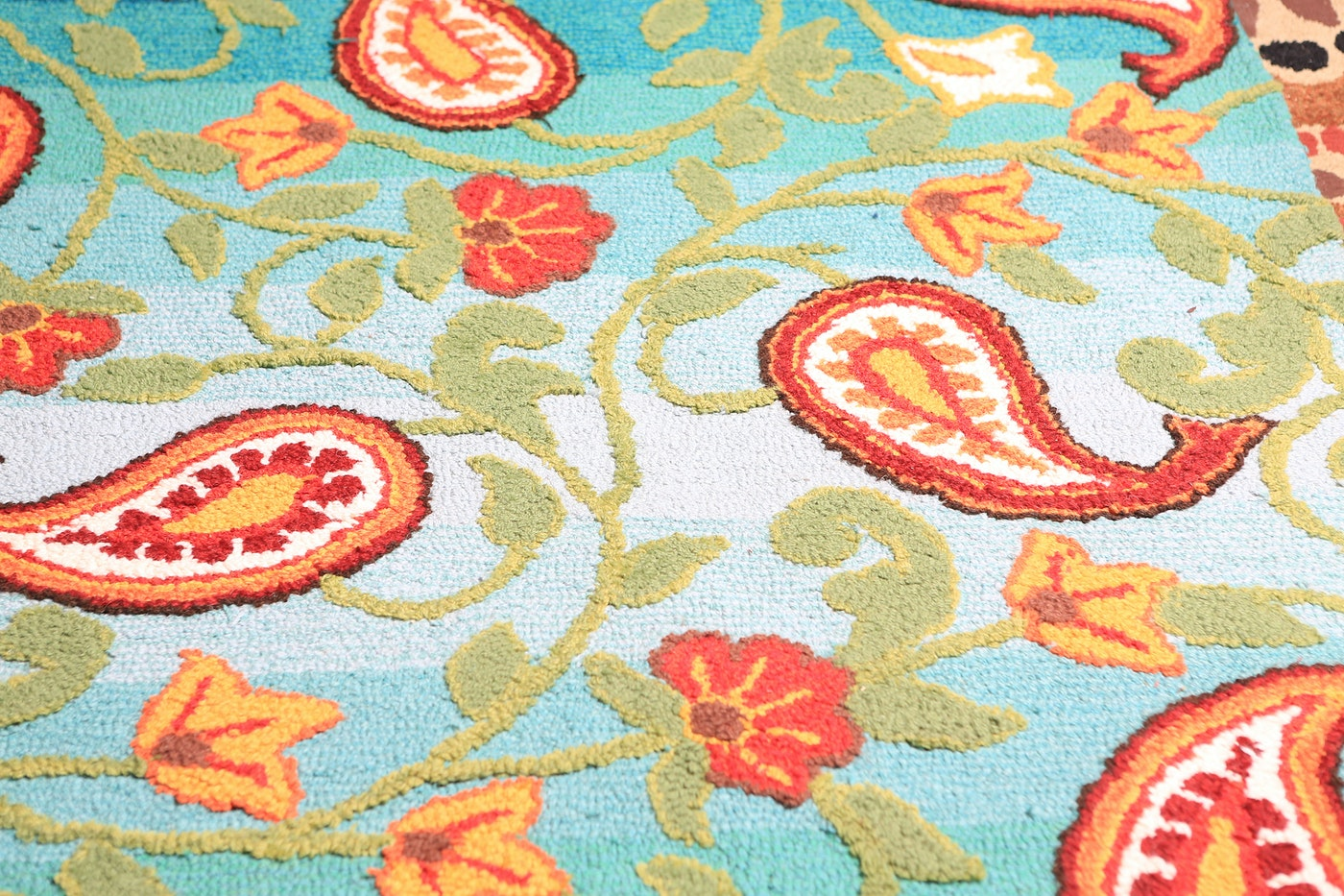 Pier 1 Imports Wool Paisley Quot Tapis Quot Area Rug Ebth
