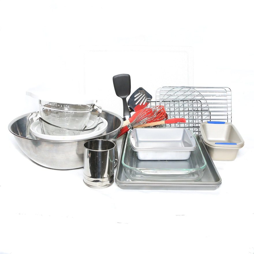Selection Of Bakeware Including Pampered Chef Ebth