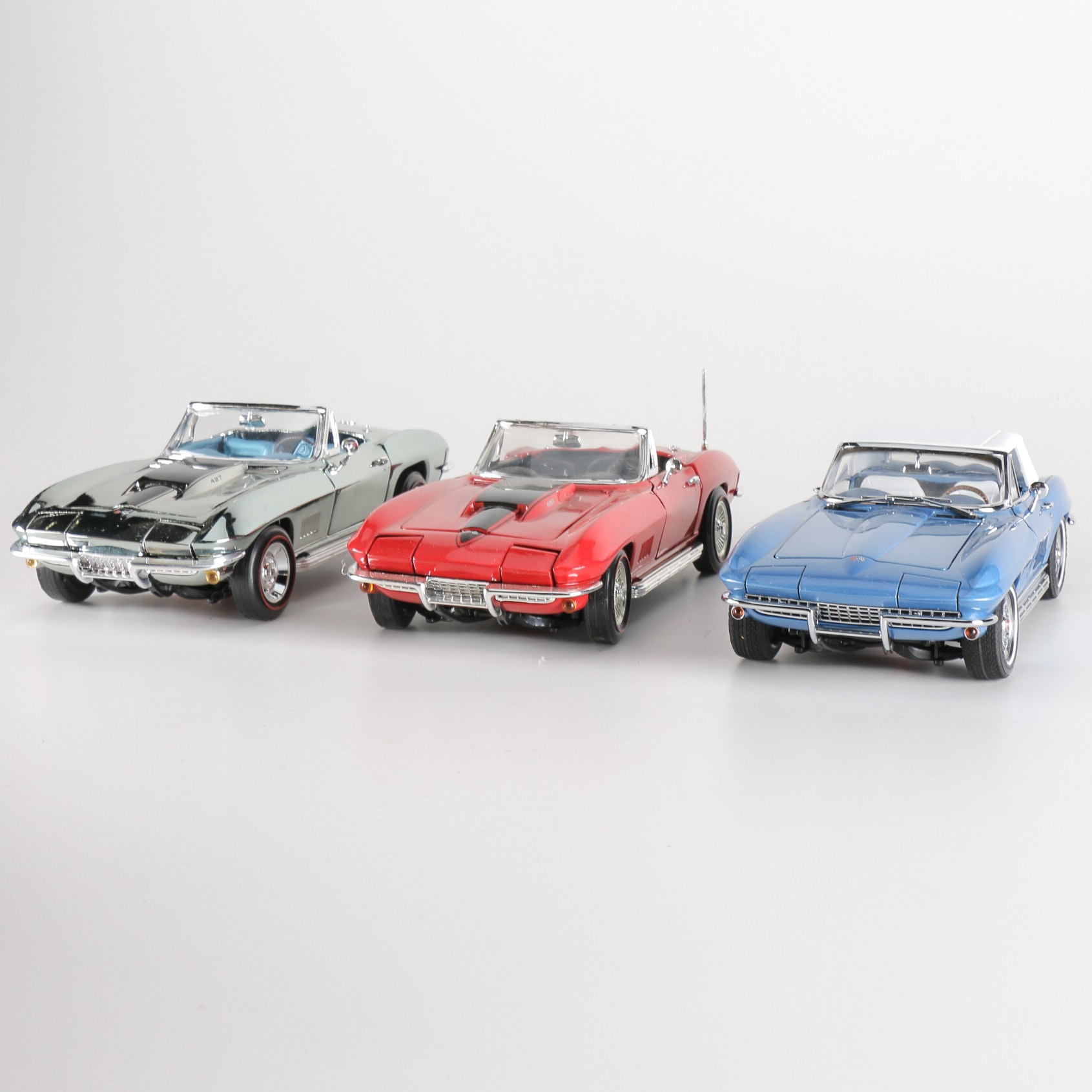 Collection of 1:18 Scale  1967 Chevrolet Corvette  Sting Ray Roadsters