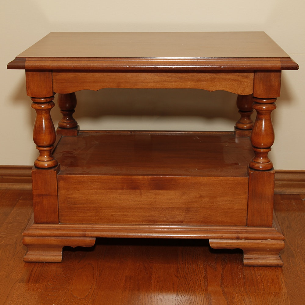 Vintage Early American Style Maple End Table By Tell City