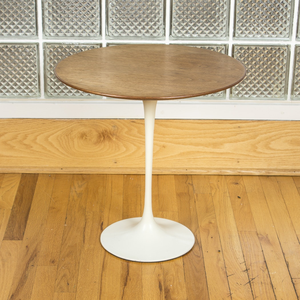 "Knoll Furniture Mid-Century ""Saarinen"" Side Table"