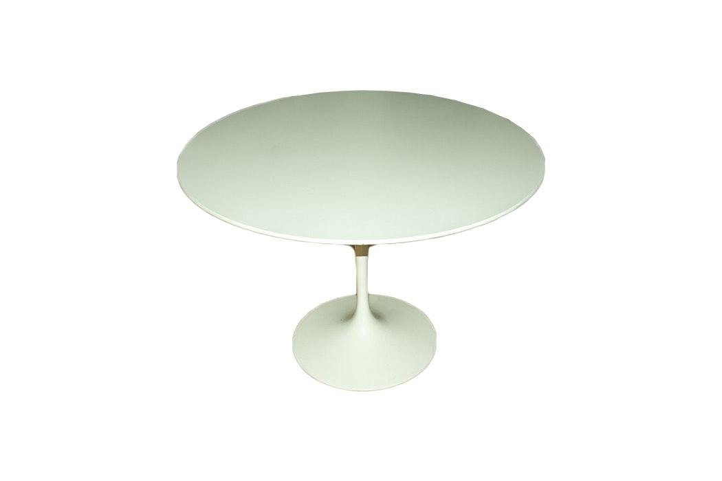 """Knoll Furniture Mid-Century Style """"Saarinen"""" Dining Table"""