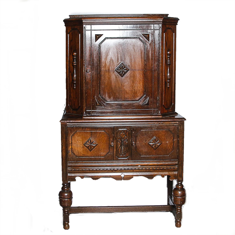 Early 20th Century Jacobean Style Oak China Cabinet : EBTH