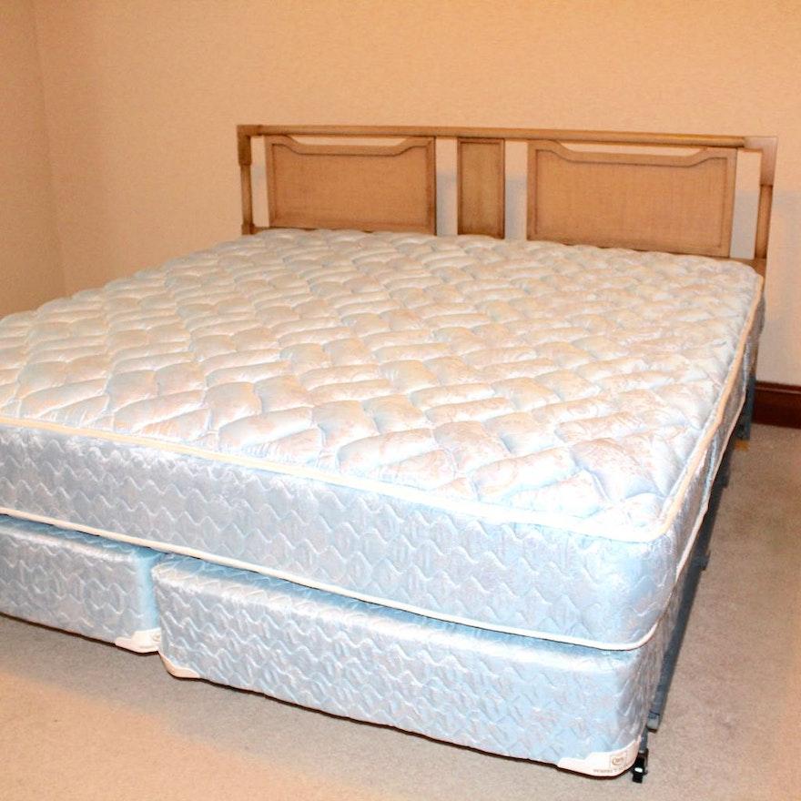 mid century modern american of martinsville king bed frame ebth. Black Bedroom Furniture Sets. Home Design Ideas