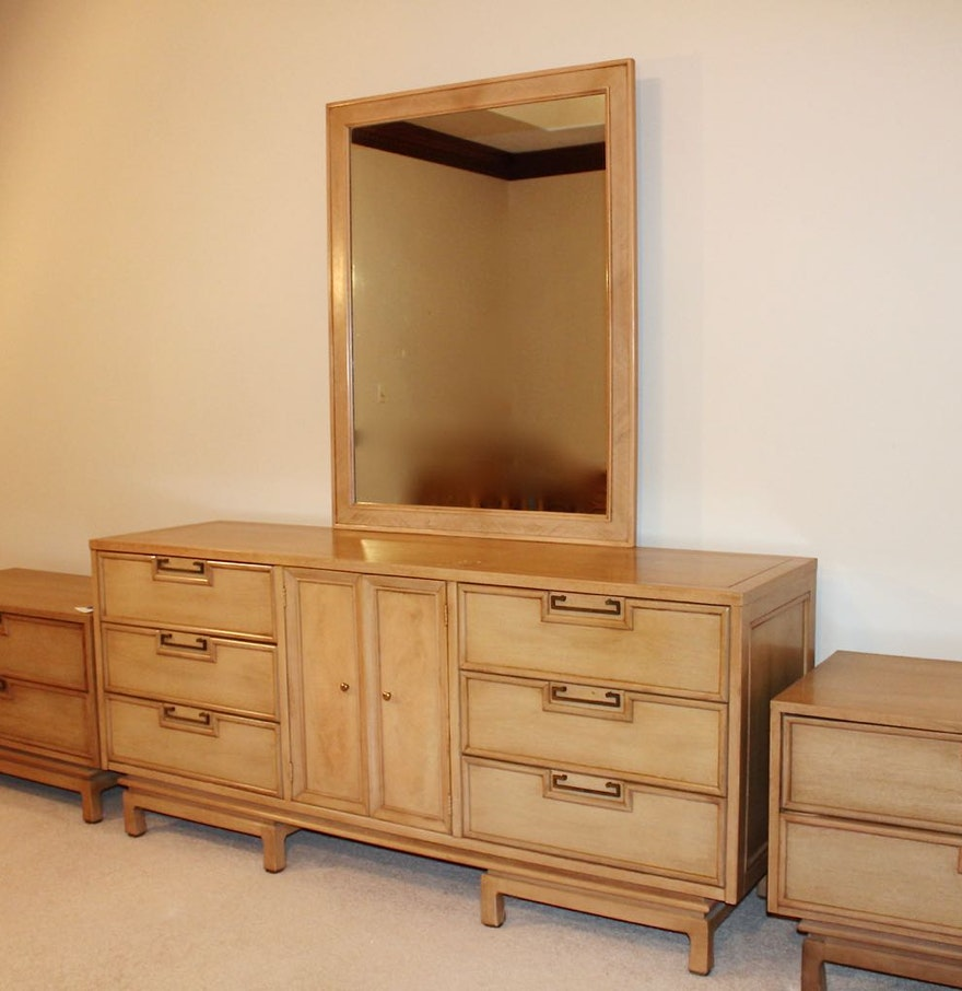 mid century modern american of martinsville dresser with mirror ebth. Black Bedroom Furniture Sets. Home Design Ideas