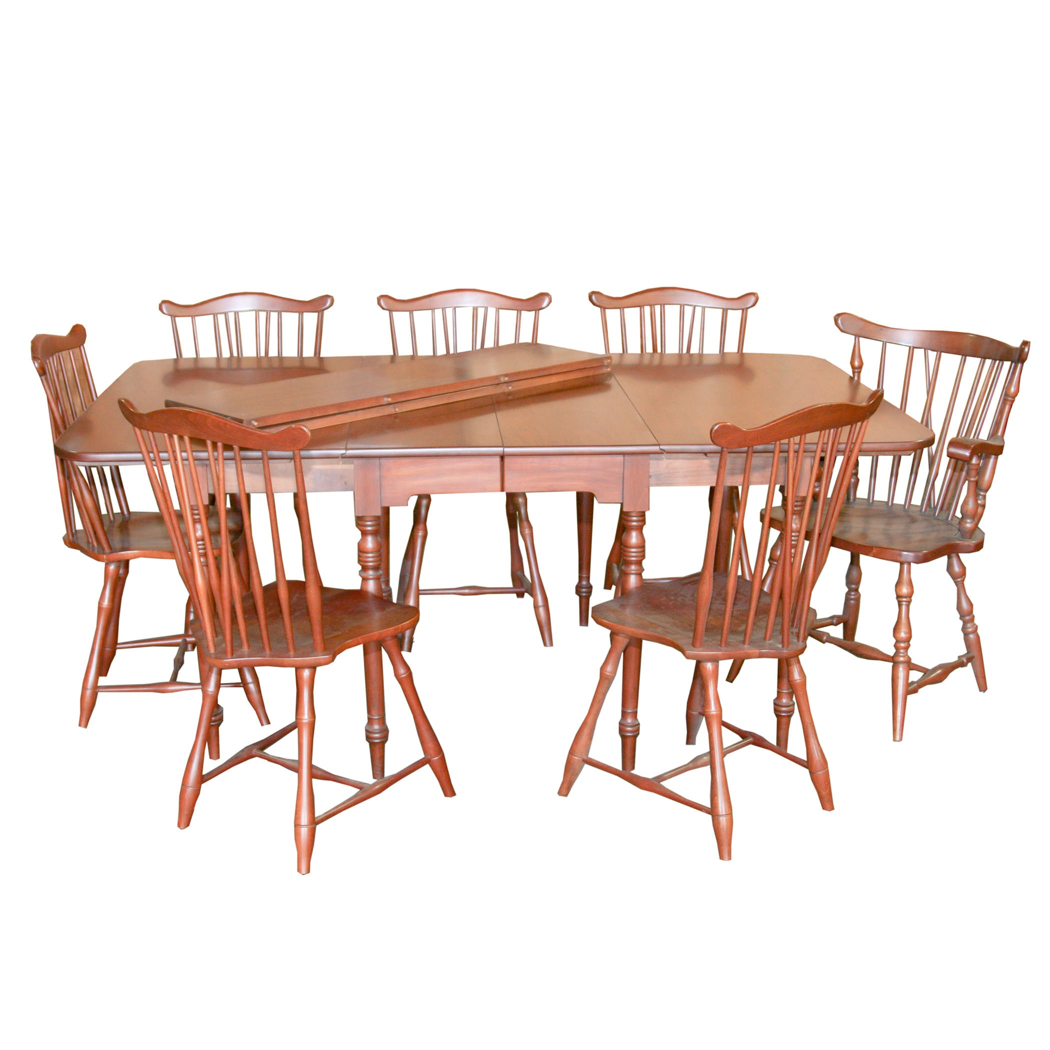 Henkel-Harris Expandable Dining Table with Chairs