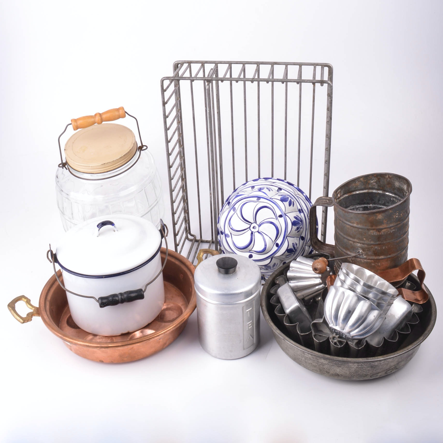 Kitchen Cookware and Decorations