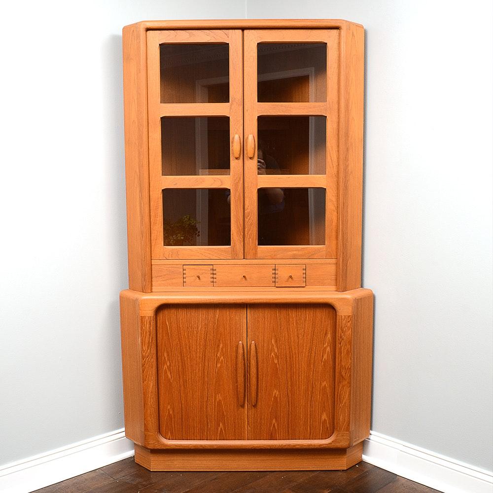Attractive Mid Century Modern Illuminated Corner Cabinet ...