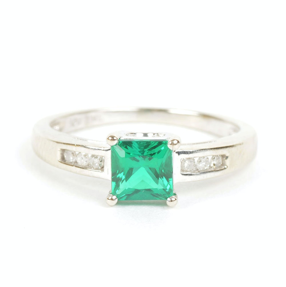 Emerald Solitaire White Gold Ring with Diamond Shoulders