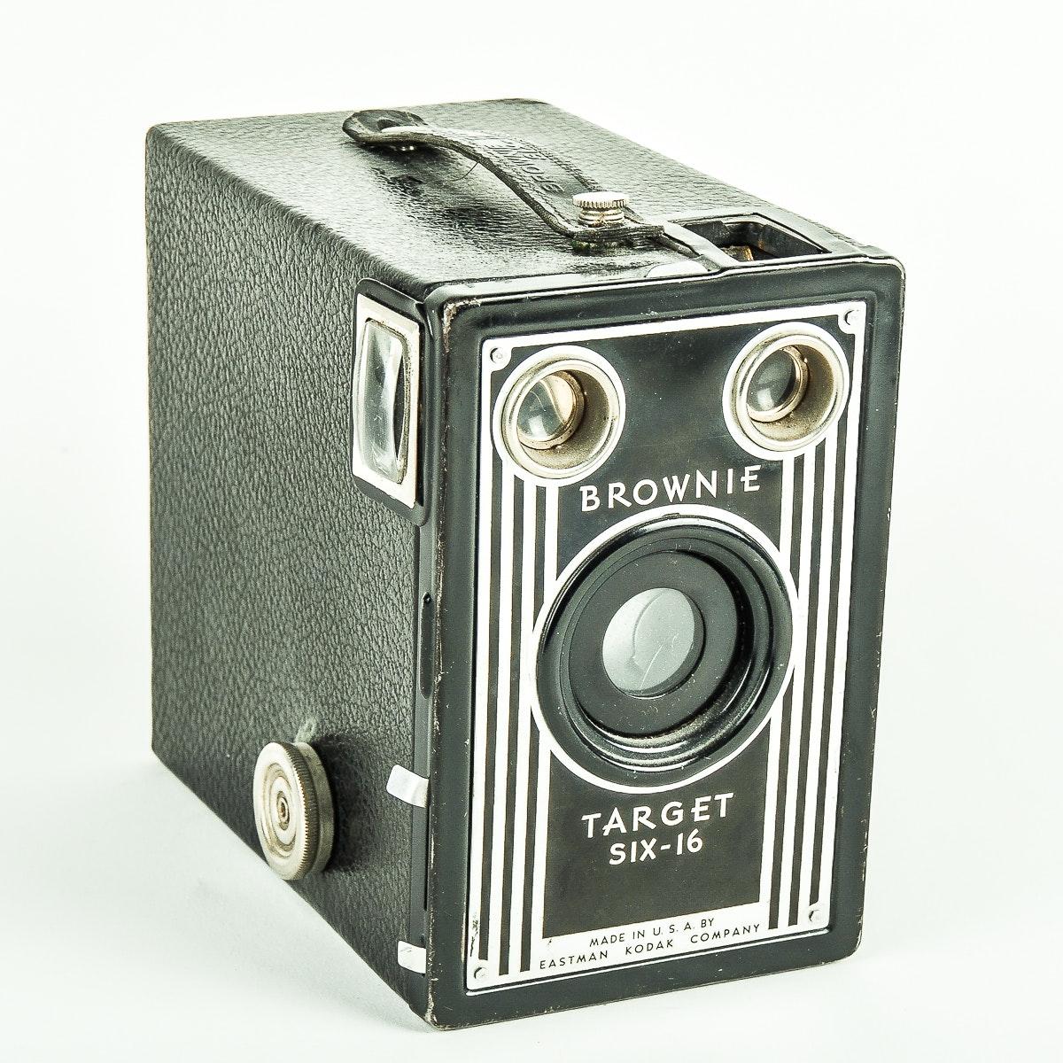 Circa 1940s Eastman Kodak Company Brownie Target Six-16 Camera