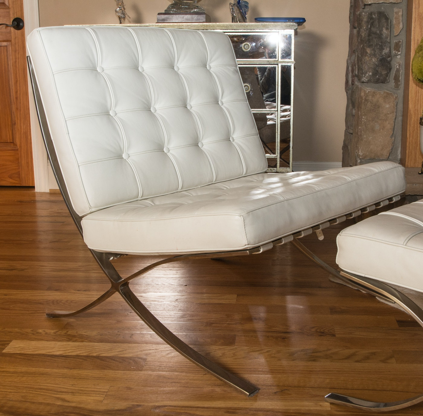Barcelona Style Off-White Leather Chair With Ottoman : EBTH