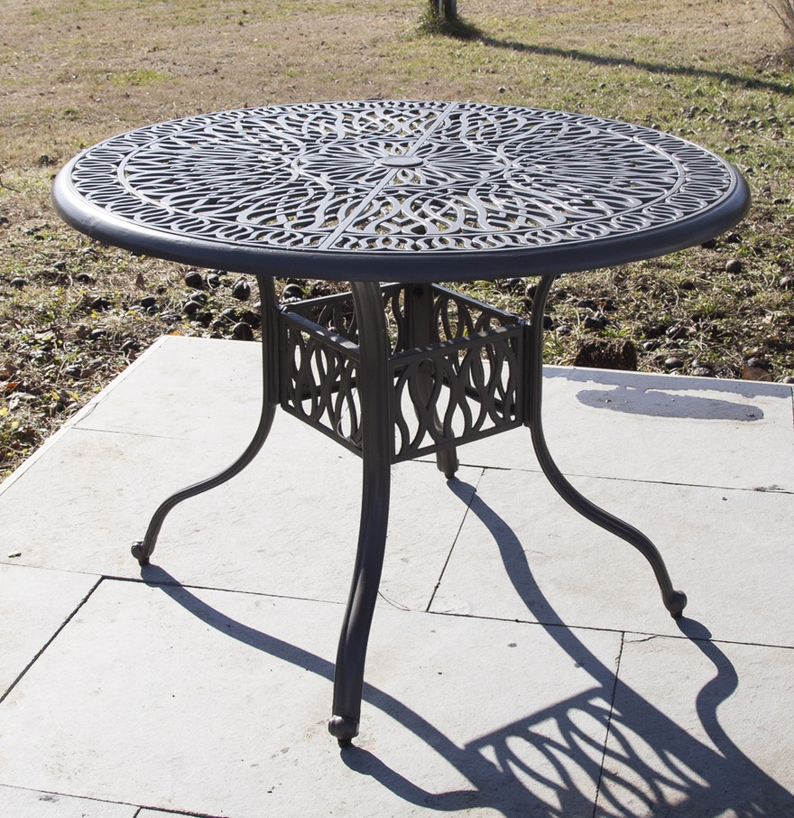 Round Patio Table With Openwork Top EBTH