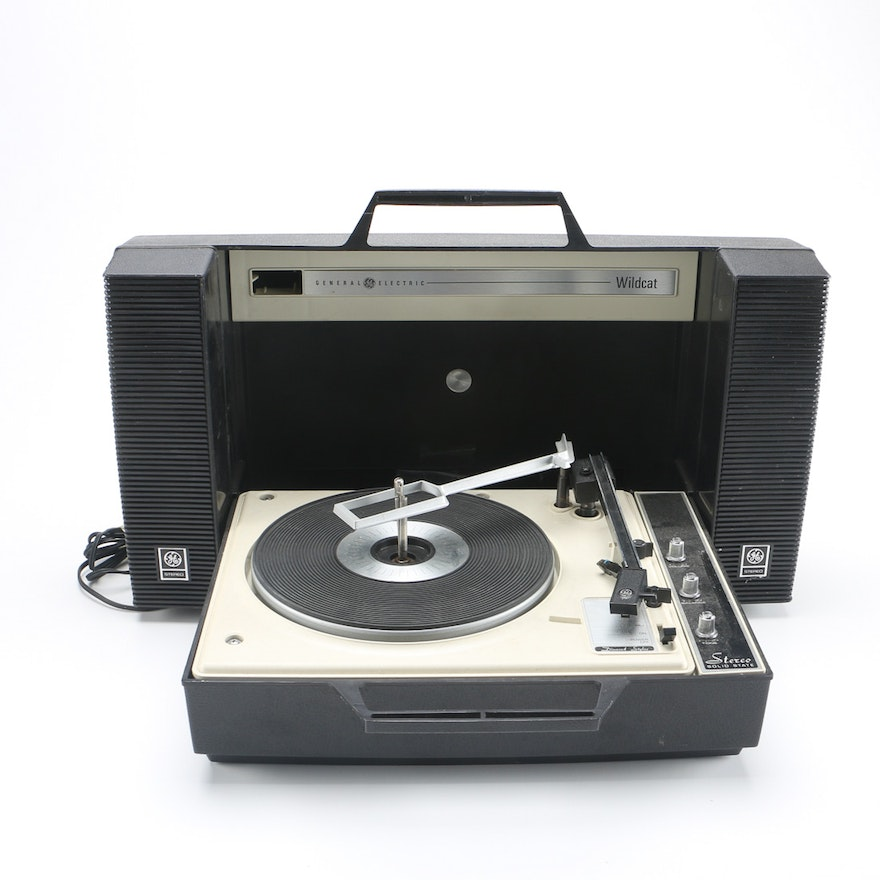 Vintage General Electric Wildcat Portable Record Player