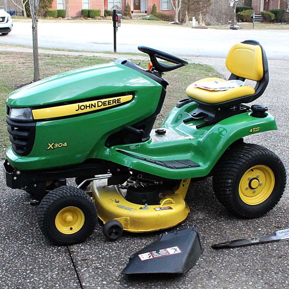 2013 John Deere X304 Riding Lawnmower