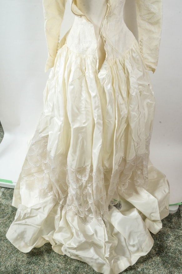 vintage 50s silk taffeta wedding dress by cahill of beverly hills ebth. Black Bedroom Furniture Sets. Home Design Ideas