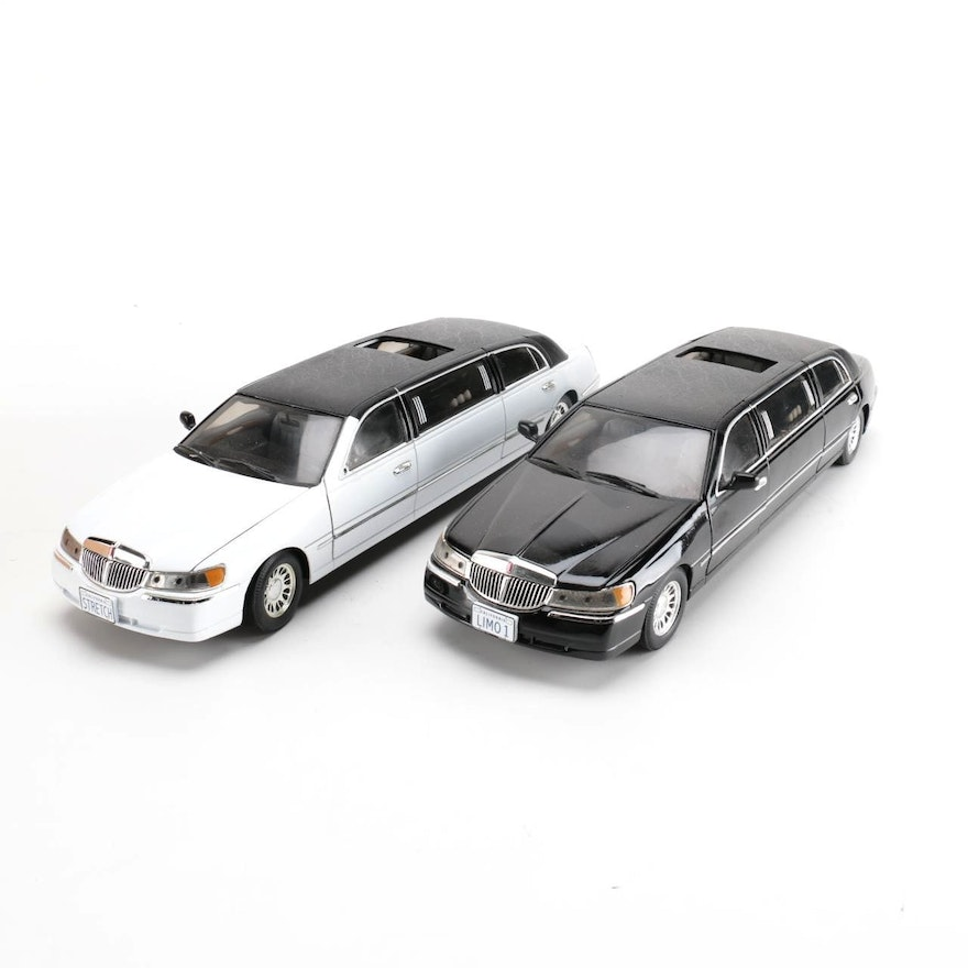 Pair Of Die Cast 1999 Lincoln Town Car Stretch Limousines Ebth