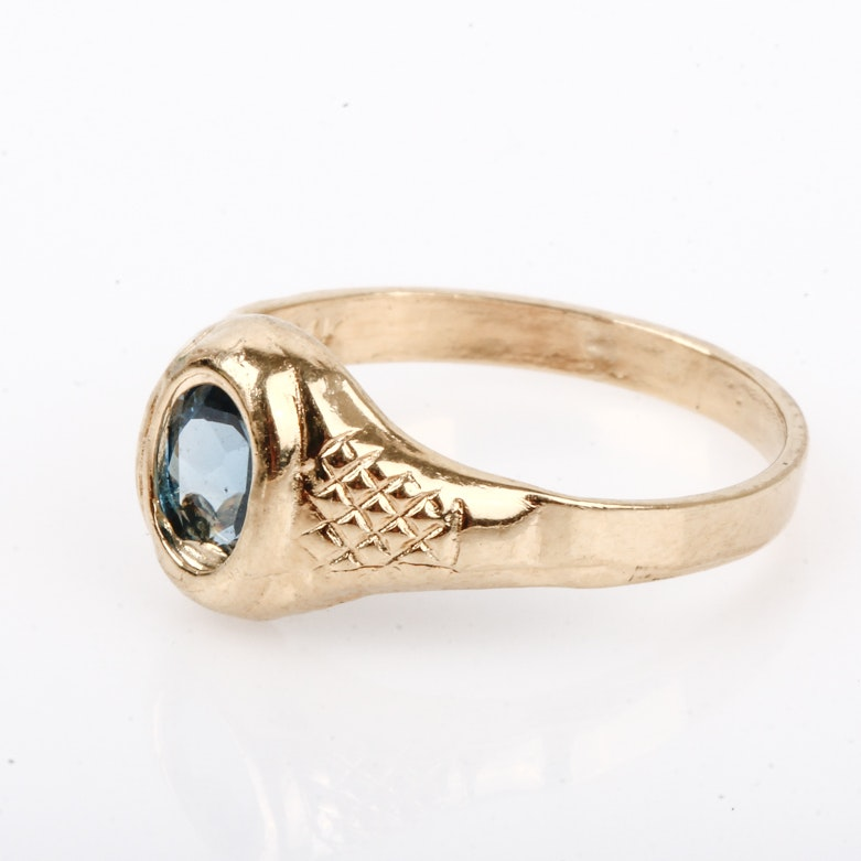 Vintage 14K Yellow Gold and Blue Topaz Solitaire Ring