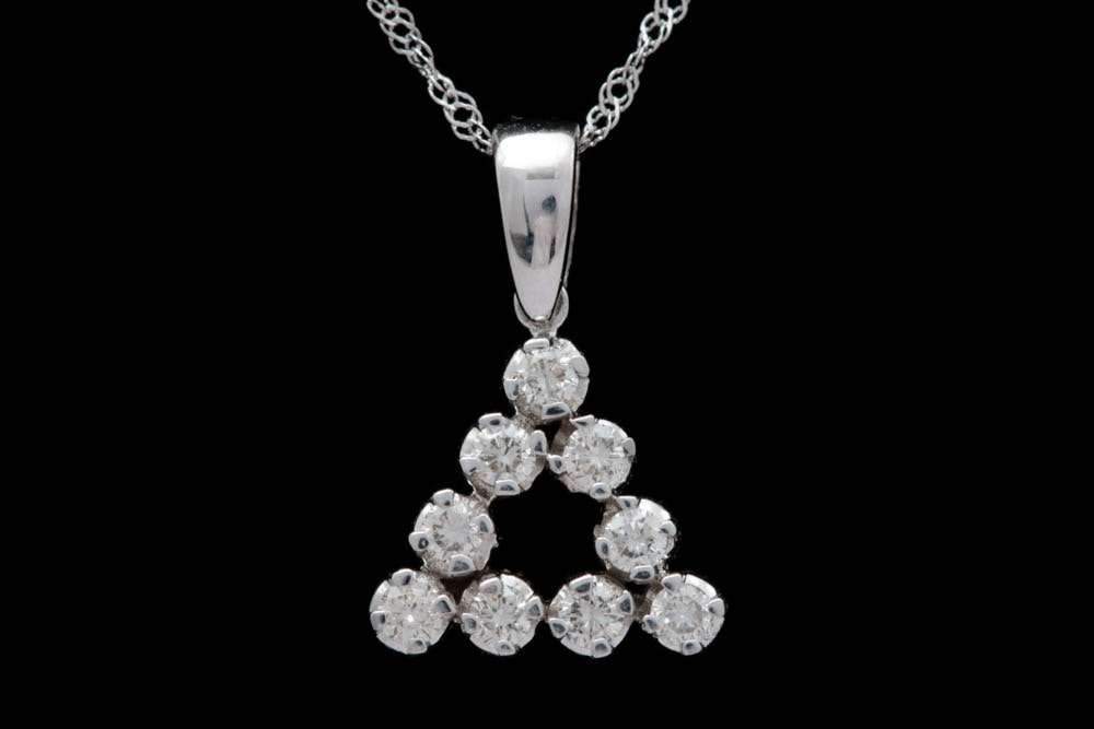 0.33 CTW Dlamond and 14K White Gold Pendant with Chain