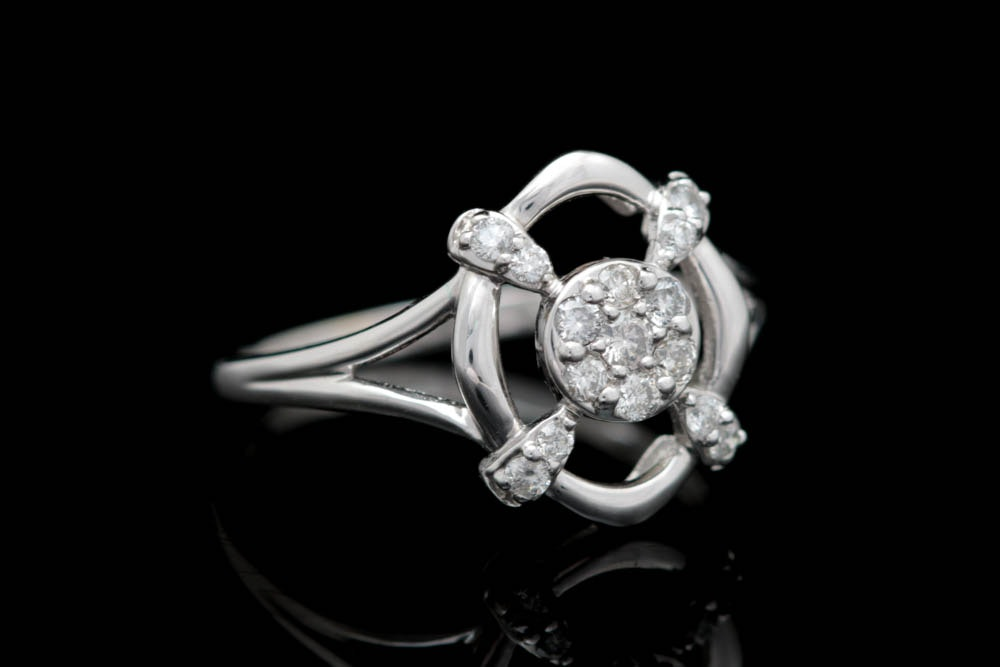 0.25 CTW Diamond and 18K White Gold Ring