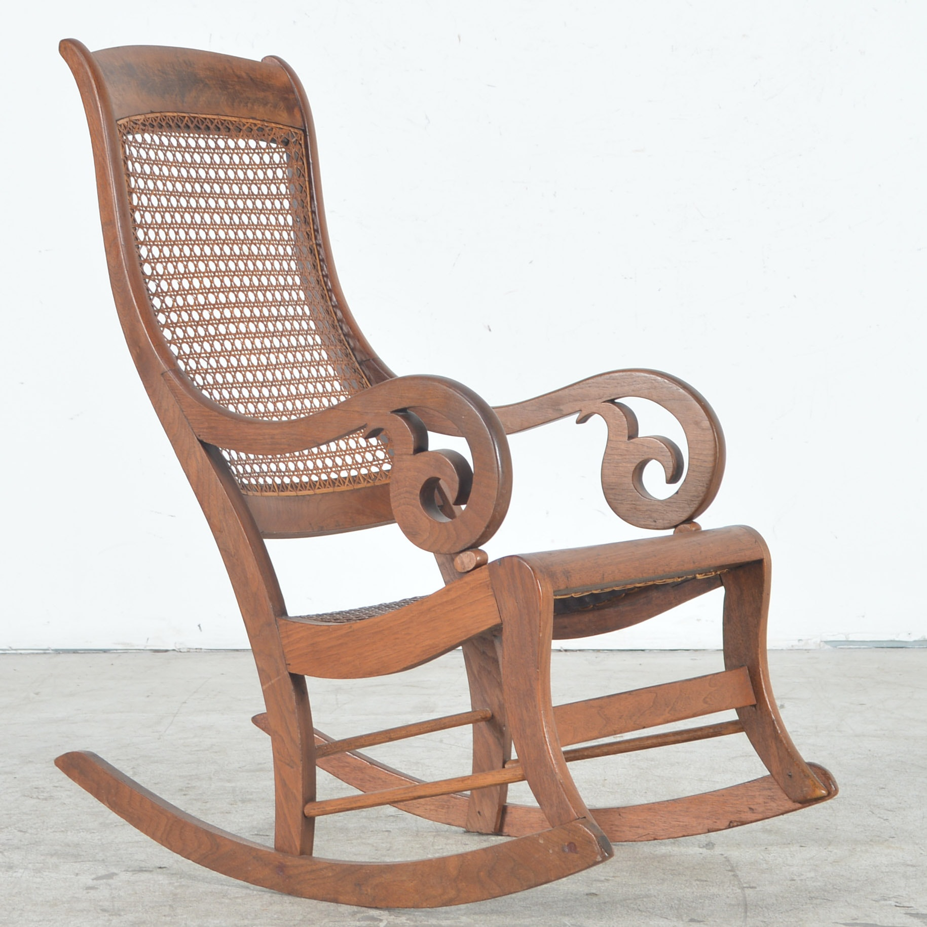 Etonnant Antique Rocking Chair With Cane Seat And Back ...