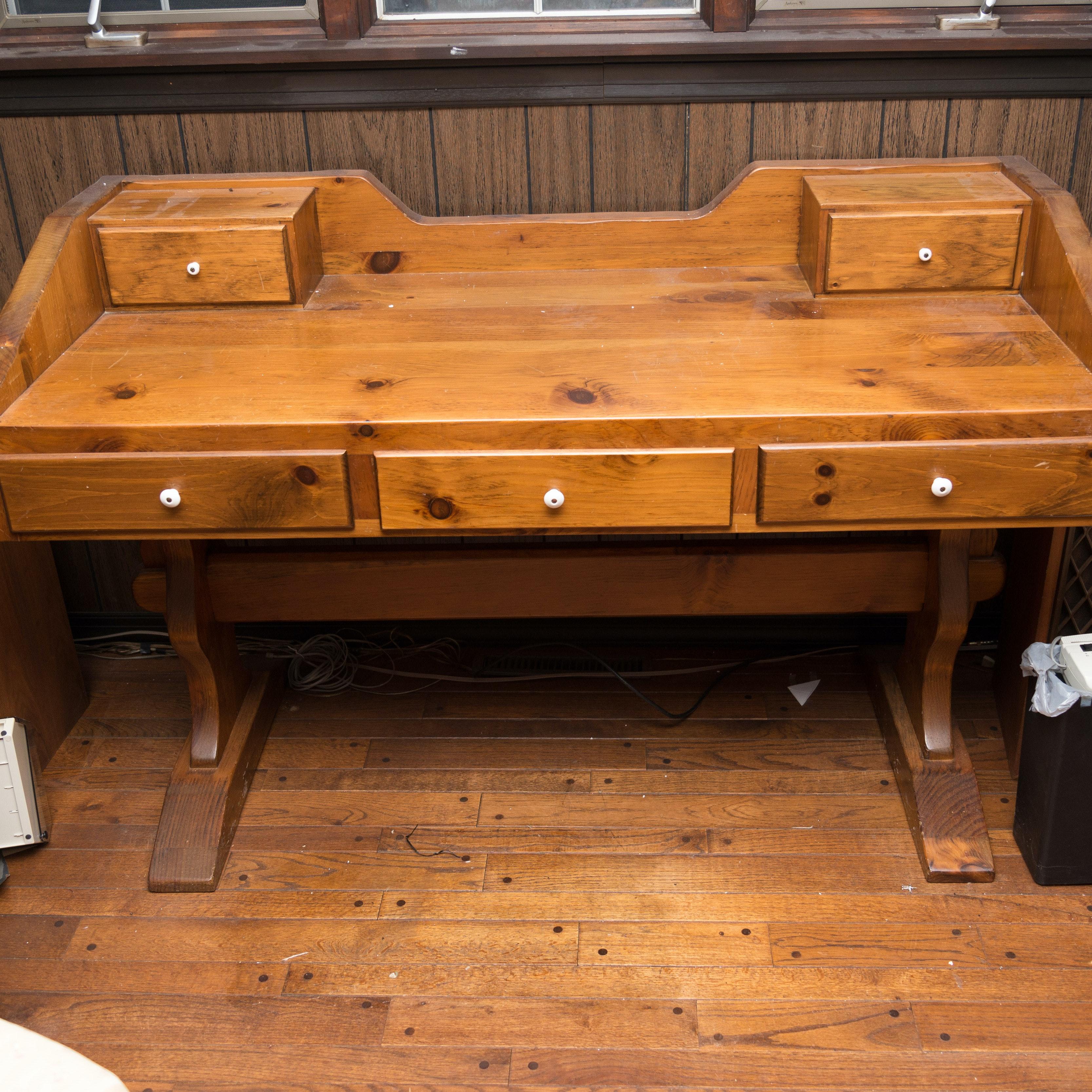 pine trestle desk 1x1