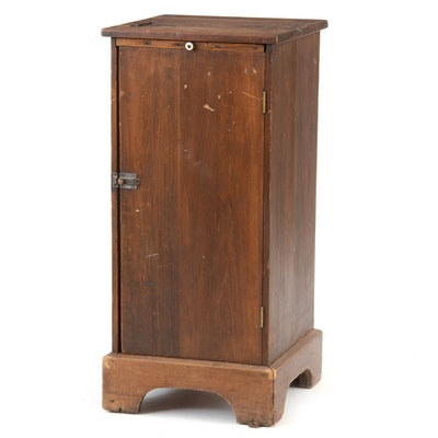 Vintage and antique cabinets auction in antiques art for Auctions for kitchen cabinets