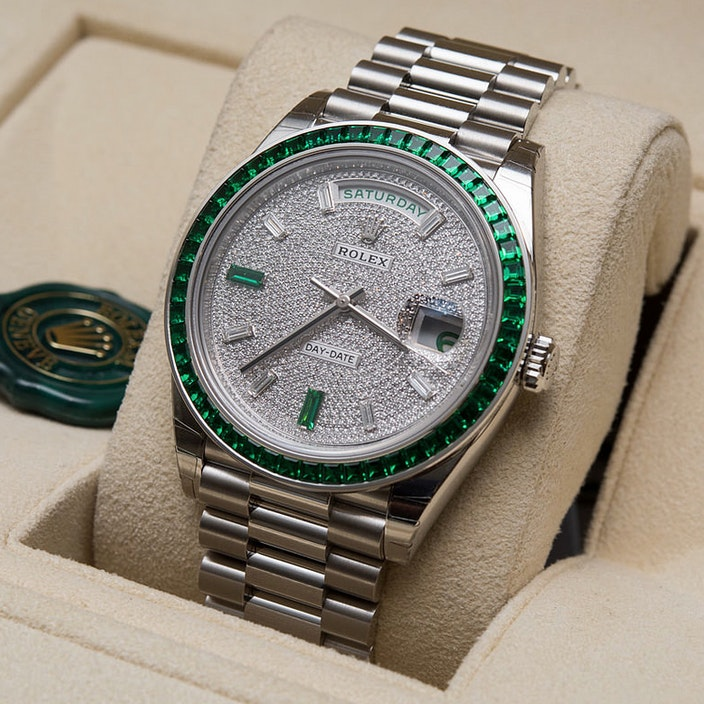 Jewelry Buyer's Guide: Buying a Luxury Watch Main Image