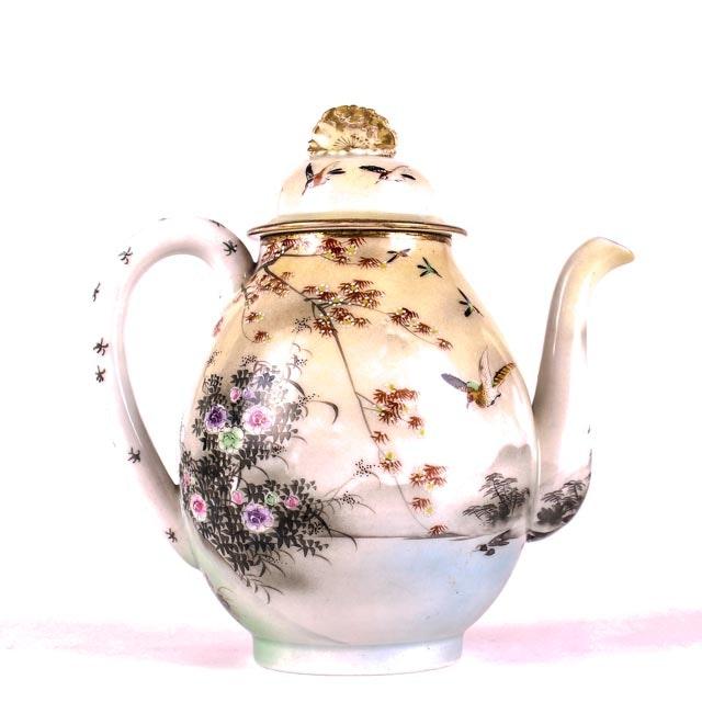 Early 20th Century Japanese Porcelain Tea Pot