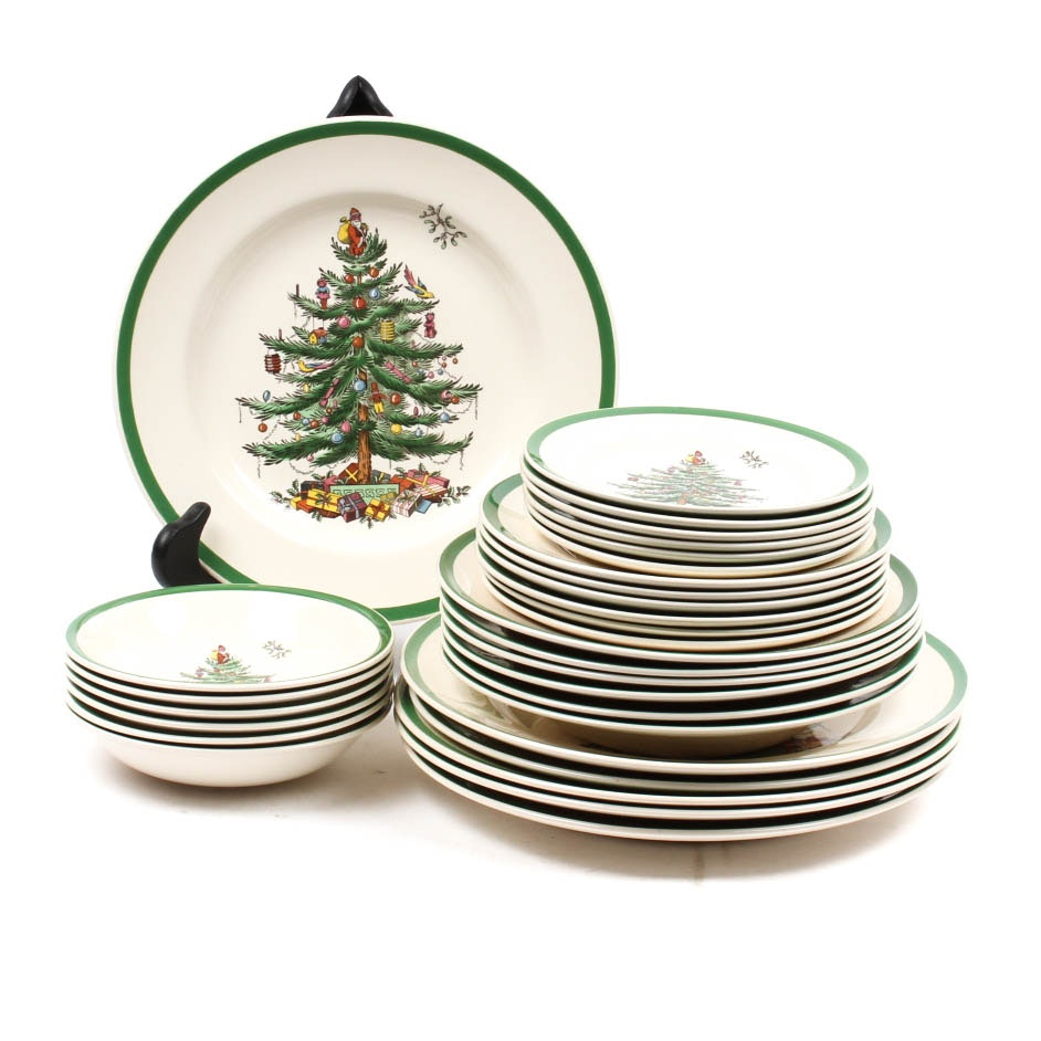 "Five Piece Place Setting of Spode ""Christmas Tree"""