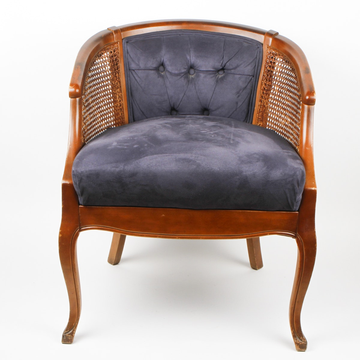 Merveilleux Vintage French Provincial Style Barrel Chair ...