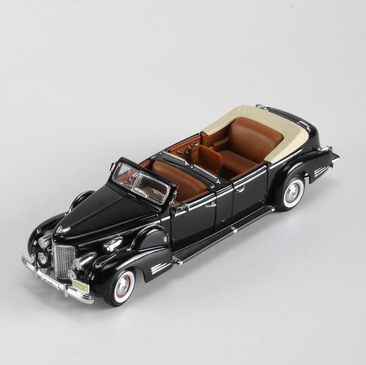 1:24 Scale Model 1938 Cadillac Presidential Limousine