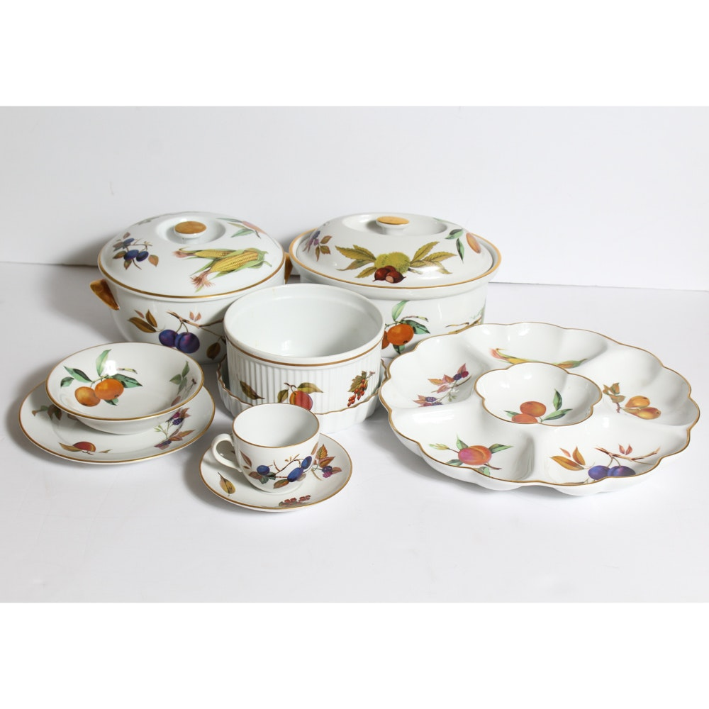 """Collection of Royal Worcester """"Evesham"""" Dinnerware"""