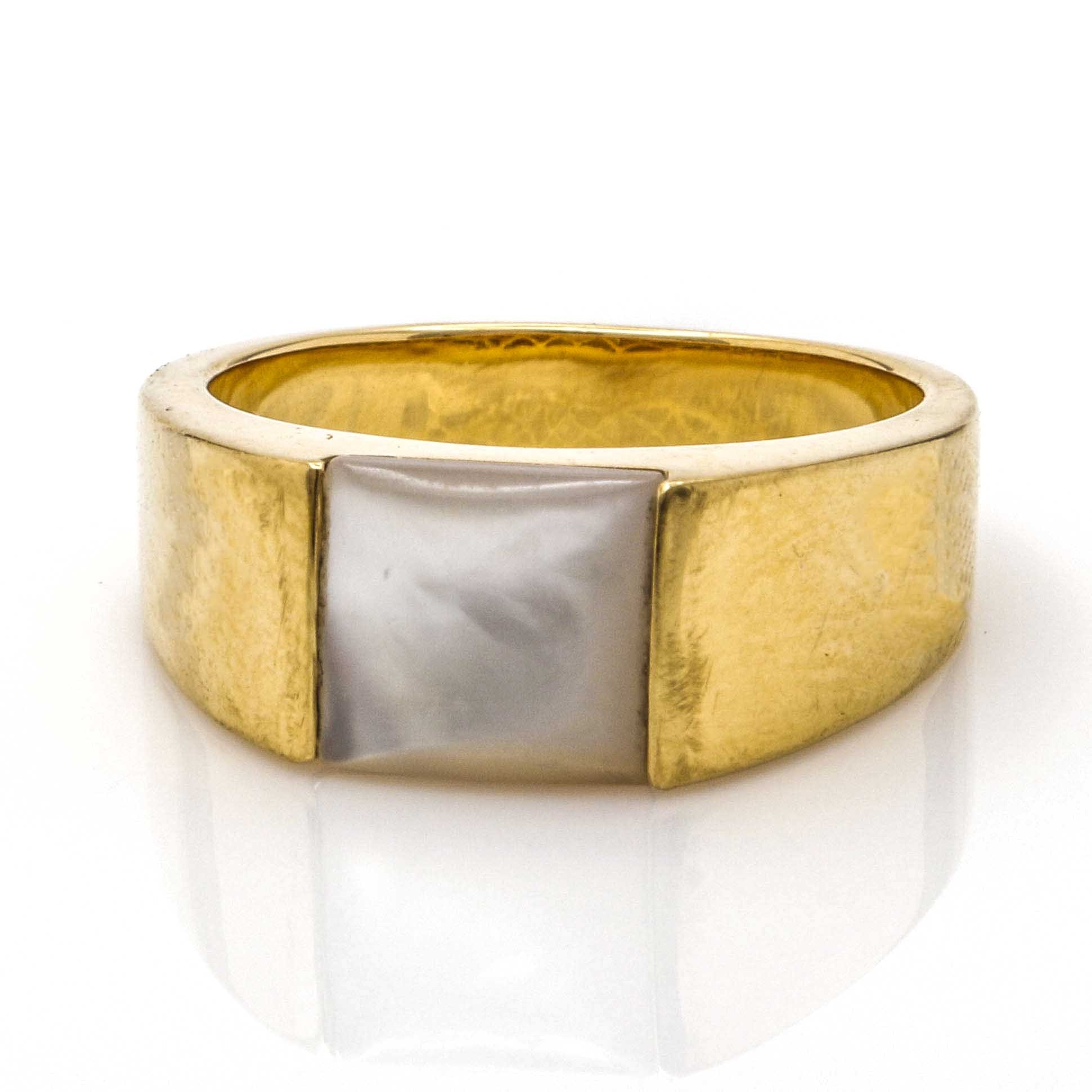 18K Yellow Gold Mother of Pearl Ring