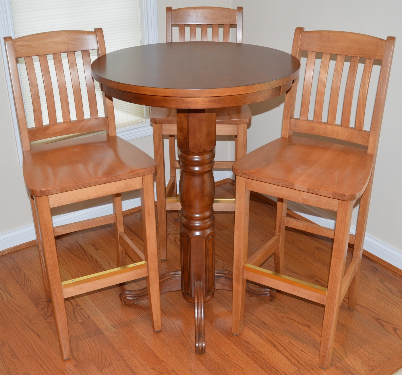 Pub table and chairs ebth for Transmutation table 85 items
