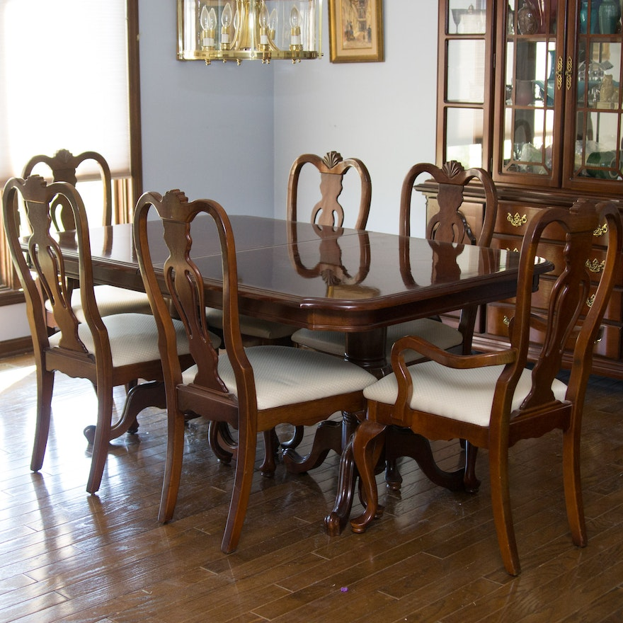 Dixie Furniture Company Queen Anne Style Dining Table and Chairs : EBTH