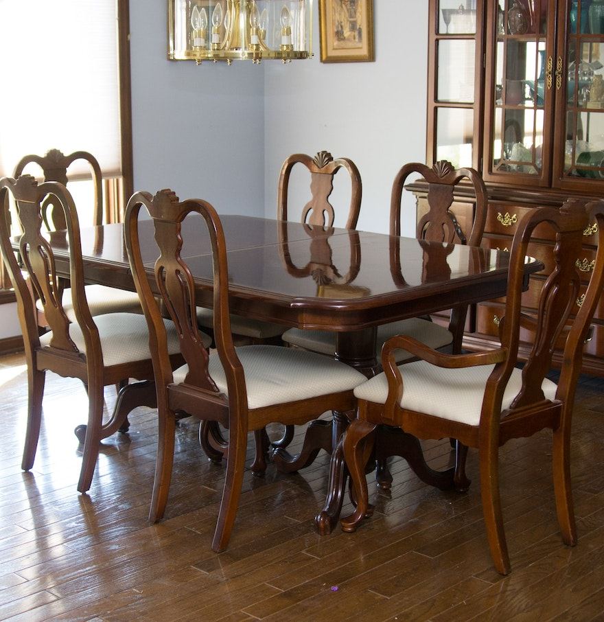 Dixie Furniture Company Queen Anne Style Dining Table And Chairs
