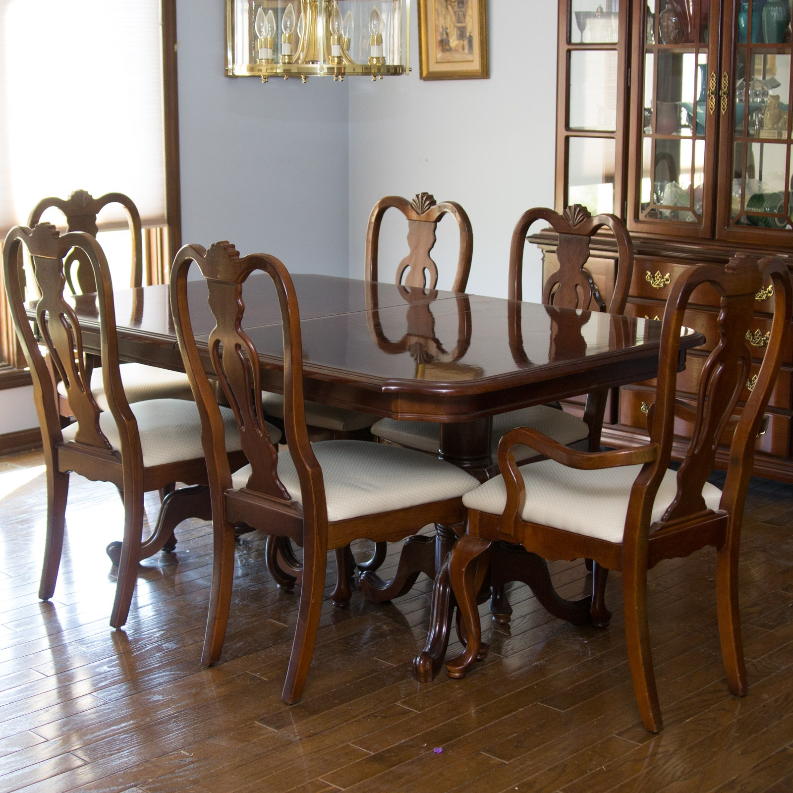 Charmant Dixie Furniture Company Queen Anne Style Dining Table And Chairs ...