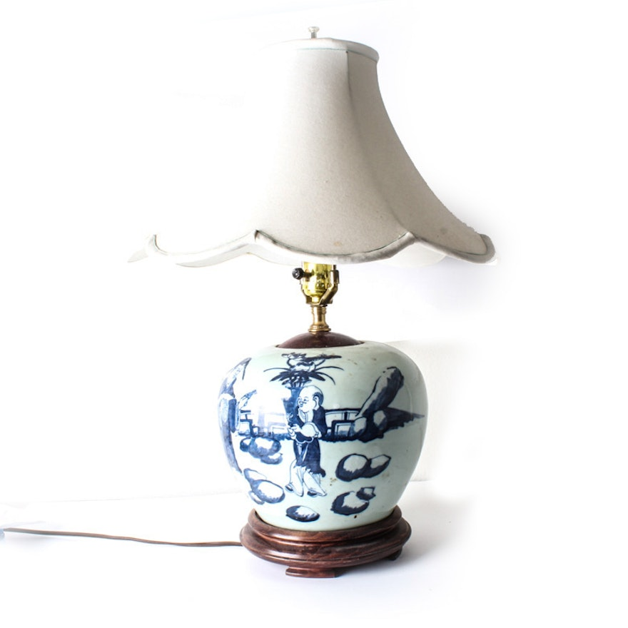 Table lamp made from antique chinese ceramic jar