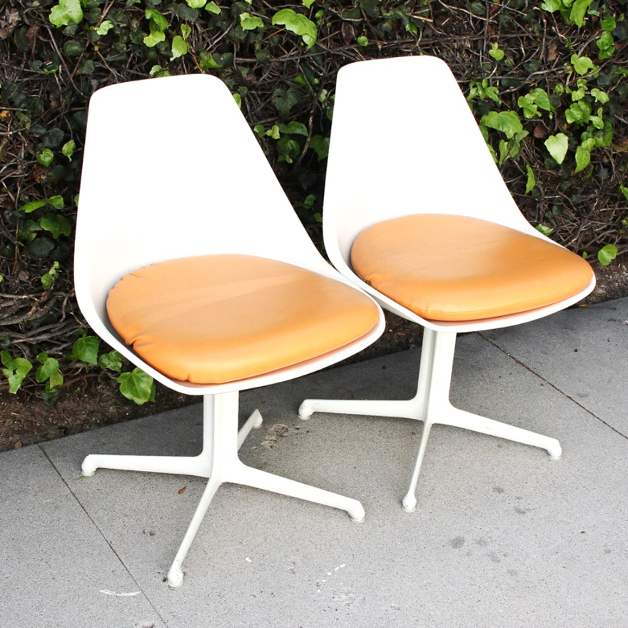 Pair of Mid Century Modern Eames Style Bucket Chairs : EBTH