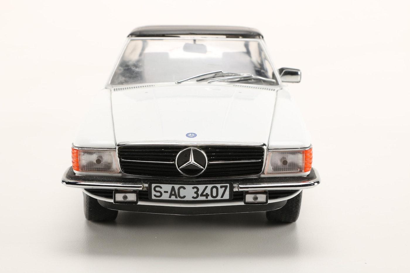 Assortment of mercedes benz die cast cars ebth for Mercedes benz stuff