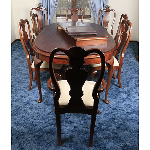 Contemporary Queen Anne Style Dining Table and Chairs