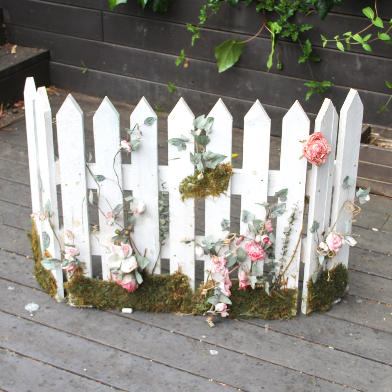 White Picket Fence Fireplace Screen : EBTH