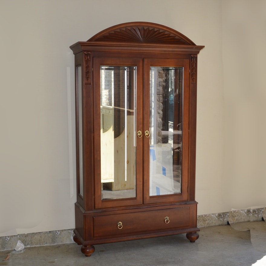 Ethan Allen British Clics Mirrored And Lighted Curio Cabinet