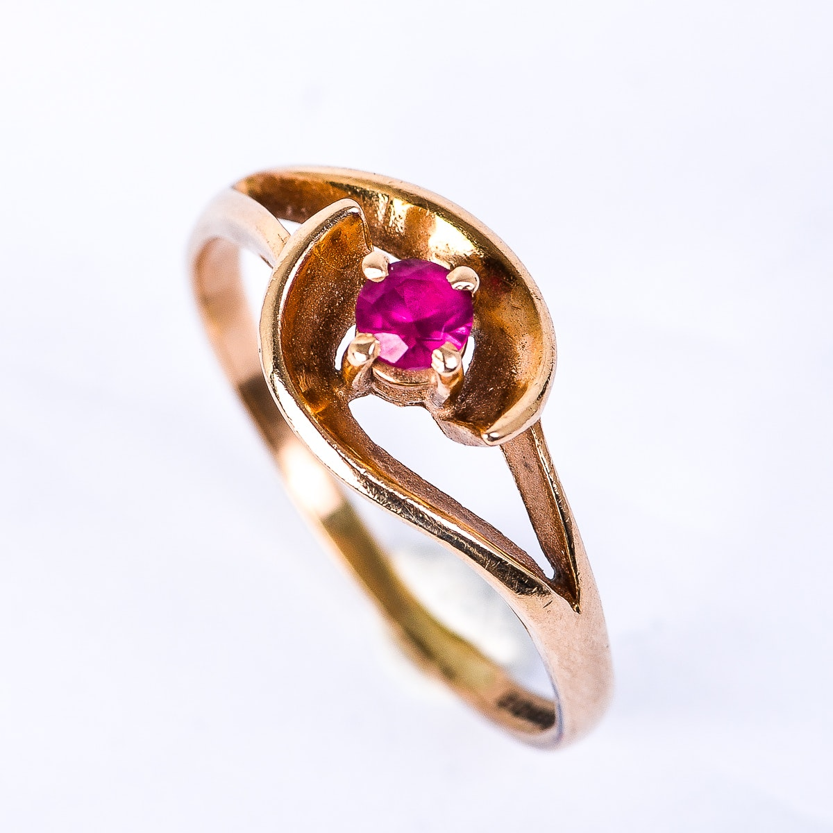 Vintage 14K Yellow Gold and Pink Stone Ring