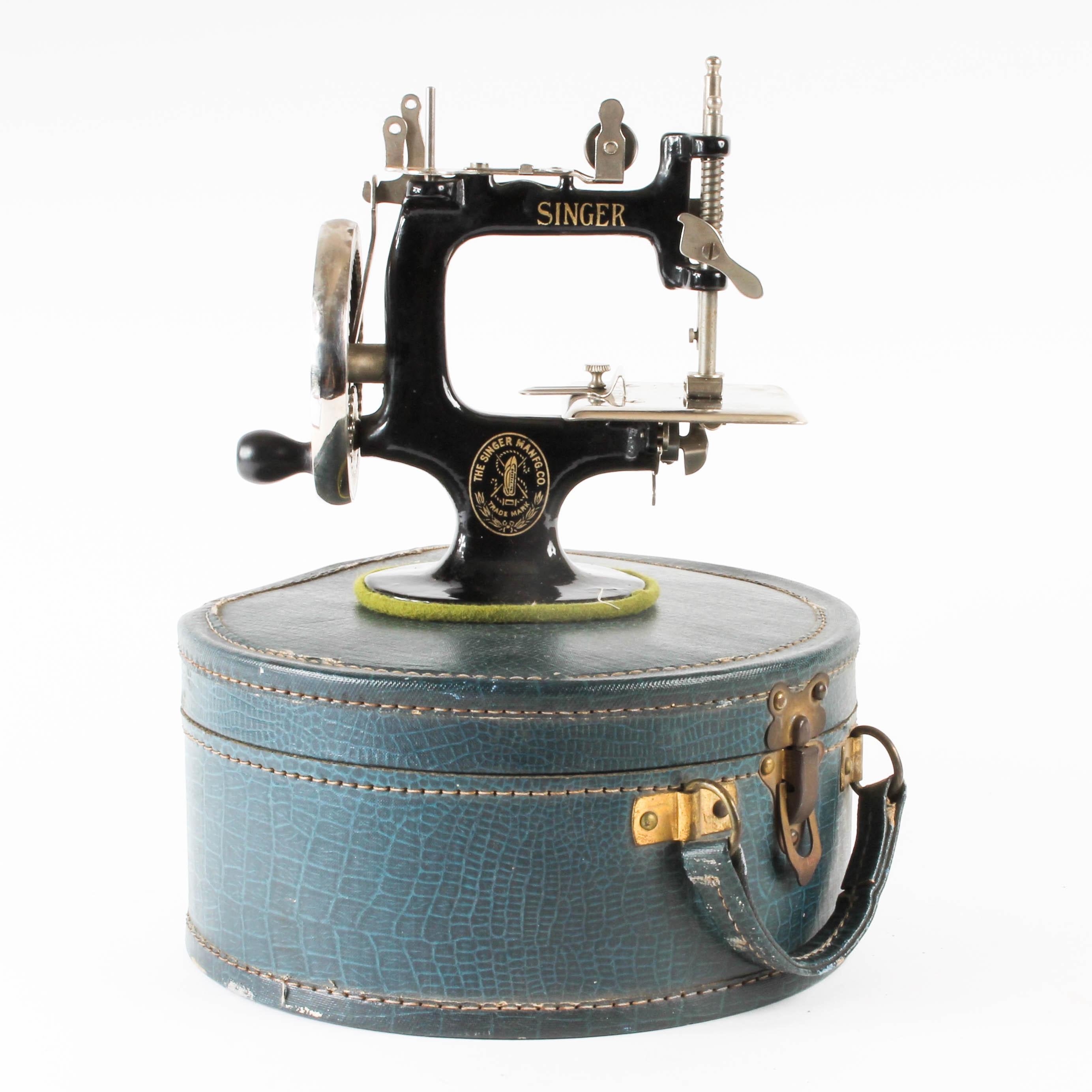 Children's Vintage Singer Sewing Machine